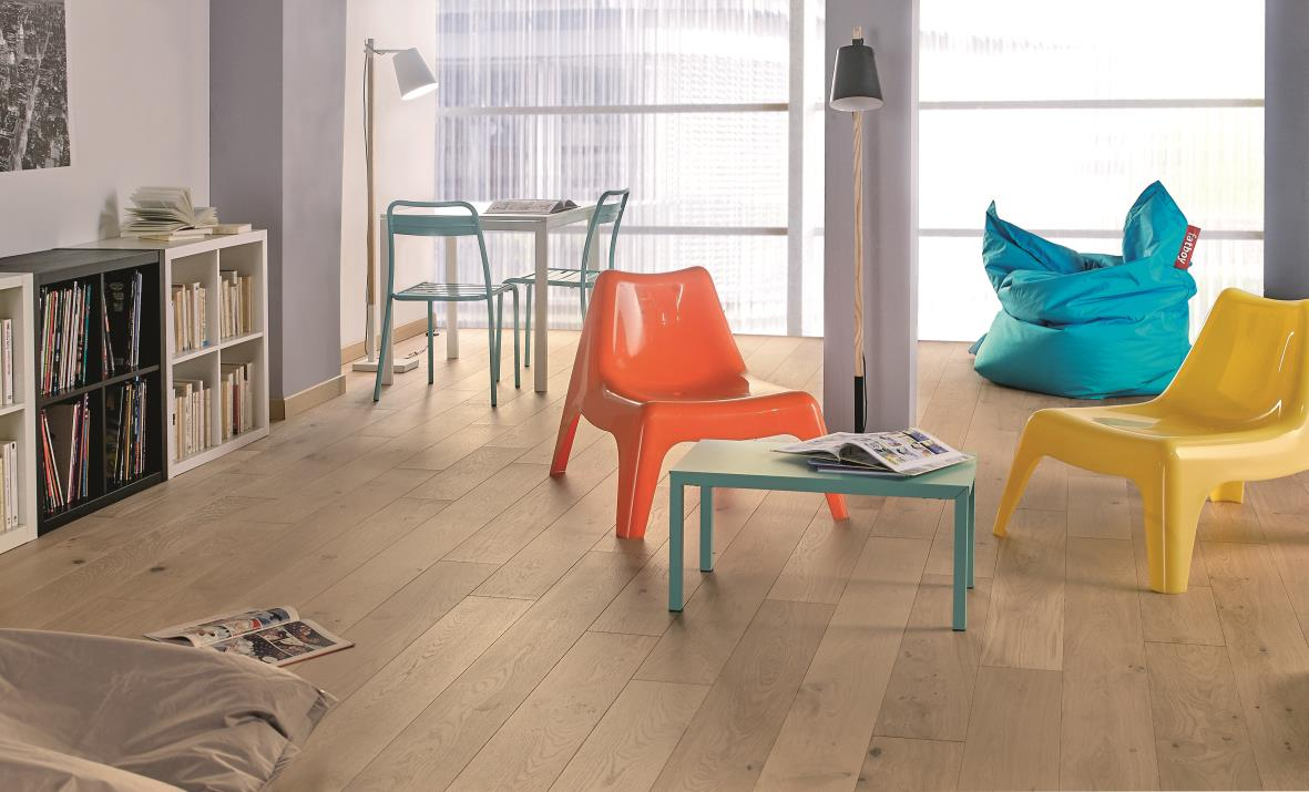 int rieur ambiance bois massif flottant et exotique david carrelage. Black Bedroom Furniture Sets. Home Design Ideas